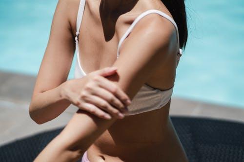 žena tělo bazén