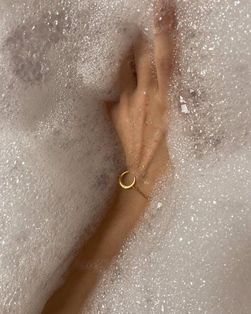 Potěšení, slast, vzrušení, rozkoš a smyslné vyvrcholení to vše zažijete při masáži penisu